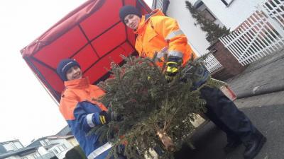 Tannenbaumsammlung: Die Stadtjugendfeuerwehr sammelt am 13.01.18 Tannenbäume ein. Foto: Stadtjugendfeuerwehr Maintal