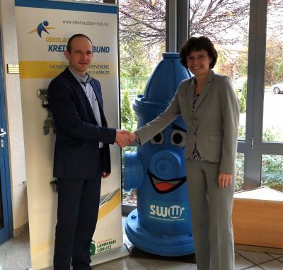 KSB Präsident Dr. Stephan Meyer und die Geschäftsführerin der Stadtwerke Weißwasser Katrin Bartsch