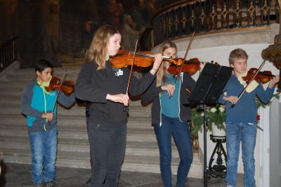 Foto zur Meldung: Musikschüler bereichern Adventszeit mit Musik und Tanz