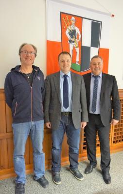 Bild von links: Kämmerer Michael Munzert, Hauptamtsleiter Ulrich Kraus und  Erster Bürgermeister Stefan Busch