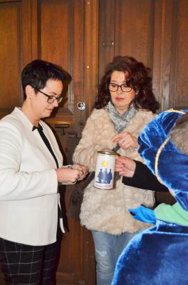 Vorschaubild zur Meldung: Sternsinger segnen Rathaus