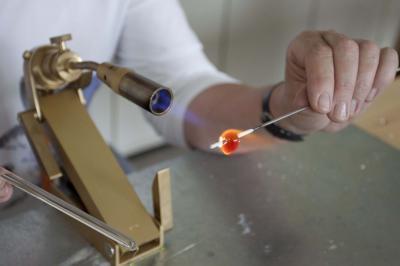 Vorschaubild zur Meldung: Auch 2018 wieder Perlenmachen im Glasmuseum - Kurstermine stehen fest
