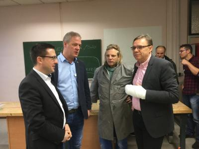 Vorschaubild zur Meldung: Staatssekretär Beckmann besucht die Realschule plus Am Reichswald