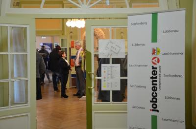 Foto zur Meldung: 3. Bildungsmesse des Jobcenters OSL im Landratsamt eröffnet