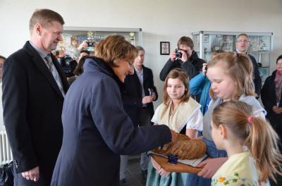 Foto zur Meldung: Auf Kennenlerntour in OSL: Ministerin Britta Ernst besuchte den Landkreis