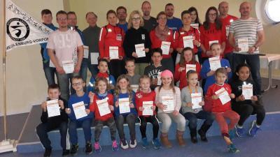 Foto zur Meldung: Deutsche Sportabzeichen an Laager Clubsportler und Gäste verliehen