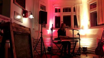 Die Singer-Songwriterin NORMA hatte ihre nordischen Songs für uns im Gepäck.