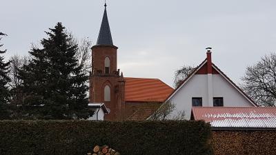 Unsere Kirche mit neuem Dach