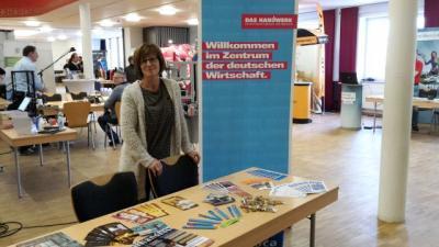 Vertreten durch Ingrid Tirsch. Mitarbeiterin der Kreishandwerkerschaft Zwickau.