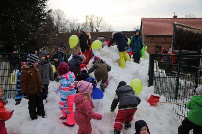 Vorschaubild zur Meldung: Schnee für die Kinder in Kummersdorf