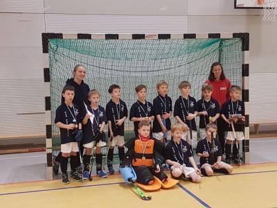 Der Jungenmannschaft des TSV-Falkensee gelang gegen die Gastmannschaft Pritzwalk ein 4:0-Sieg. Gegen die anderen Mannschaften mussten sie leider, trotz guter Leistung, Niederlagen einstecken.