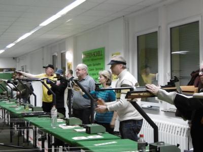 Dirk Homolka, Jürgen Carius und Roland Gaster - alle SGi Jessen bei der Disziplin               Luftpistole - Auflage