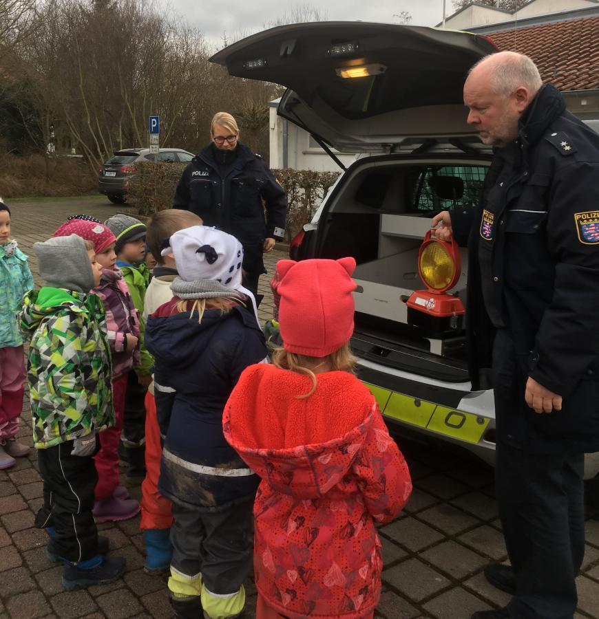 Gemeinde Großenlüder - Verkehrspolizei im Kindergarten \