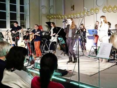 """Vorschaubild zur Meldung: Schülerband """"KlangArt"""" begeistert mit individueller Interpretation bekannter Rocksongs."""