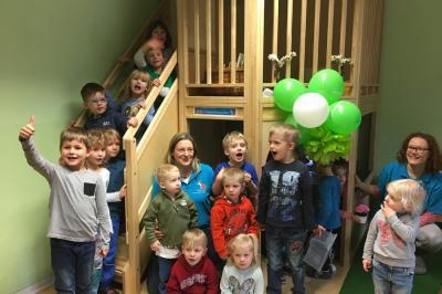 Foto zur Meldung: Endlich da: Ein neues Spielhaus in der Kita Fuchsbau