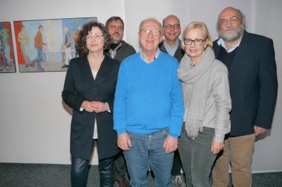 Erwin Wieskus-Friedemann (vorne) erhält Glückwünsche von AWO-Geschäftsführerin Ulrike Boden, Johannes Hoppmann (LWL-Klinik), Stefan Grollmann sowie Annette Lakämper (beide KIZ-Fördervereins-Vorstand) und Klaus-Thomas Kronmüller (LWL-Klinik, von links).