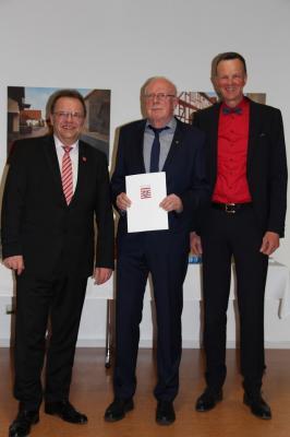 v.l.: Landrat Winfried Becker, Manfred Ries, Bürgermeister Heinrich Vesper