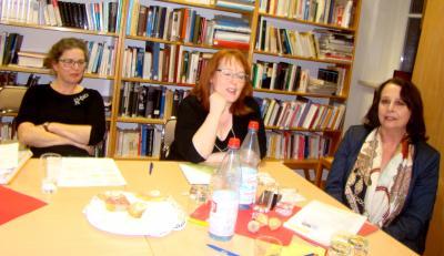 Die Vorstandsmitglieder Grit Scheler, Anke Böhnhardt und Piroschka Böttcher beim Bericht des Vorstandes