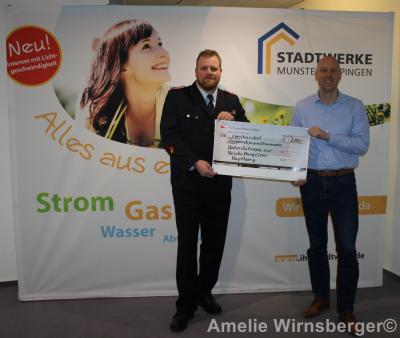 Foto zur Meldung: Spendenübergabe für eine neue Hüpfburg