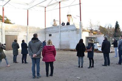 Richtfest für die Zweifeldsporthalle am Vicco-von-Bülow-Gymnasium gefeiert