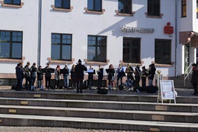 Vorschaubild zur Meldung: Ein spontanes Stelldichein der Sächsischen Landesmusikakademie auf dem Markt in Colditz