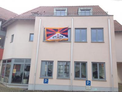 Tibet-Flagge wurde am Rathaus gehisst