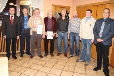 Ehrungen v.l. Hans-Dieter Wagner (1. Vorsitzender), Herbert Zontek, Willi Bangel, Karl-Heinz Müller, Karl-Martin Heiber, Michael Müller, Günter Schön und Chordirektor  Wolfgang Jung (Chorleiter)