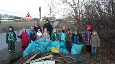 Foto zur Meldung: Müllsammel-Aktion der Kinder vom Treffpunkt Villa