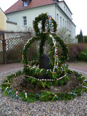 Vorschaubild zur Meldung: Ostersingen am Osterbrunnen in Prausitz