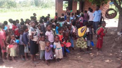 Vorschaubild zur Meldung: Spende vom Alheimer Neujahrsempfang macht Kinder in Afrika satt