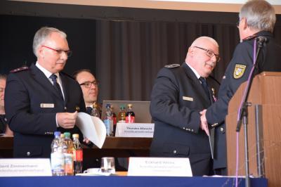 Vorschaubild zur Meldung: Hohe Auszeichnung für Dettenheimer Feuerwehrmann