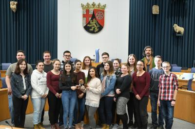 Vorschaubild zur Meldung: Schüler der Realschule plus Am Reichswald diskutieren beim 33. Schüler-Landtag