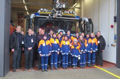 Die Jugendfeuerwehr Seester zu Besuch bei der Flughafenfeuerwehr Hamburg