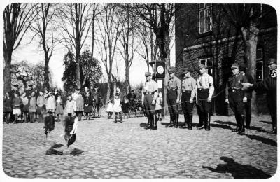 Foto zu Meldung: Vor 85 Jahren: Nationalsozialisten verbrennen Schwarz-Rot-Gold