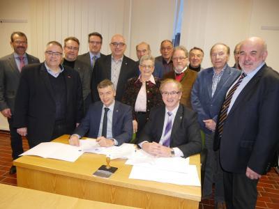 Foto zur Meldung: Fusionsvertrag offiziell unterzeichnet