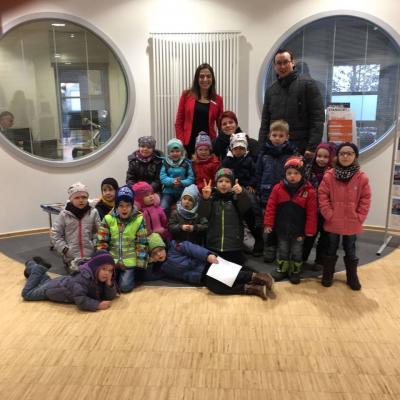 Foto zur Meldung: Besuch der Tigergruppe bei der Volksbank in Velpke