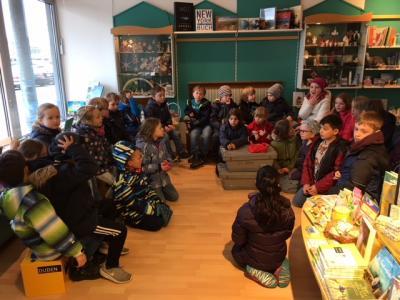 Foto zur Meldung: Besuch in der Angeliter Buchhandlung