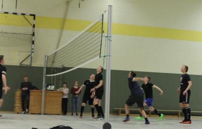 Foto zur Meldung: Volleyballturnier der 9. und 10. Klassen