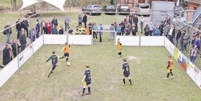 Foto zur Meldung: Jugend - Fußball mobil: Ein Stadion zum Mitnehmen