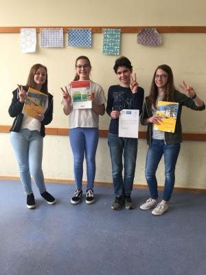 Anastasia Menz (9b), Nina Dillenberger (7a), Luca Heckhausen (9b) und Leonie Mohr (9b) nahmen mit Erfolg am Kreativwettbewerb teil