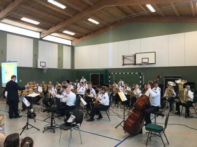 Foto zur Meldung: Polizeiorchester in der Schule