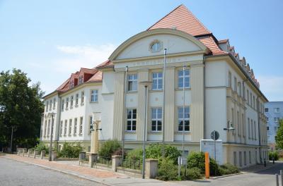 Das Kreishaus in Senftenberg. Wer wird hier künftig die Geschicke des Landkreises OSL als Landrat leiten? Die Bürger haben am 22. April die Wahl. Foto: Landkreis OSL