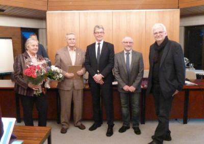 Foto zur Meldung: Ehrenratsmitgliedschaft an Ewald Borgfeld verliehen