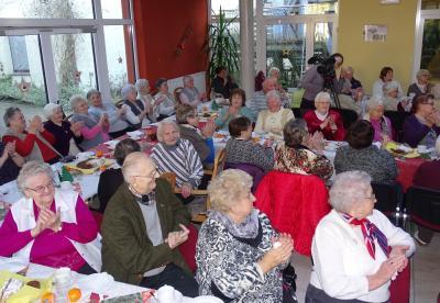 Viele Seniorinnen und Senioren schätzen die Gemeinschaft