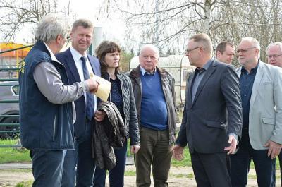 Foto zur Meldung: Bundesministerium für Landwirtschaft und Ernährung zu Gast in OSL: Staatssekretär Michael Stübgen besuchte Bischdorf und Bronkow
