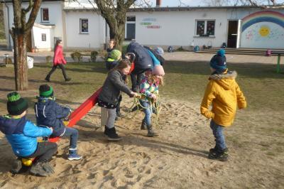 Foto zur Meldung: Weitere Spielplatzumgestaltung in der Evangelischen Schraden-Grundschule