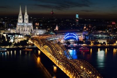 https://pixabay.com/de/köln-kölner-dom-hohenzollernbrücke-1846338//