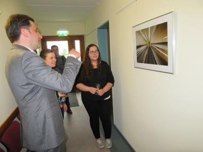 """Foto zu Meldung: Vernissage in der Amtsverwaltung Brück zur Ausstellung der Fotogruppe """"Blende 8"""""""