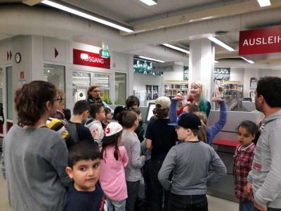 Foto zur Meldung: Führung durch dieKinder- und Jugendabteilung der Zentralbibliothek Düsseldorf