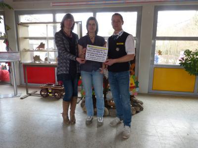 Foto zur Meldung: Grundschule Am See bekommt Pfand-Spende von Edeka